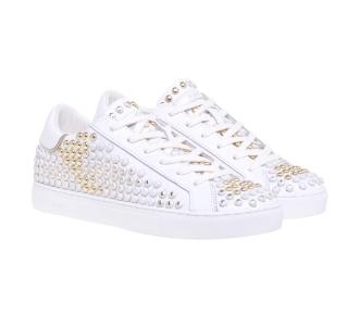 Sneaker Crime London in pelle con borchie dorate dipinte Bianco